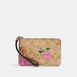 NWT Coach floral beautiful wristlet!! PRICE FIRM